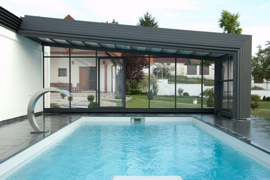 Des abris de piscine fabriqu s base de composants de for Abri de piscine veranda