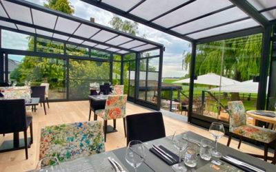 Pourquoi aménager sa terrasse de bar ou de restaurant avec une véranda rétractable ?