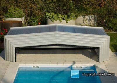 abri-de-piscine-bas-3-angles-pans-droits-pool-cover-blanc