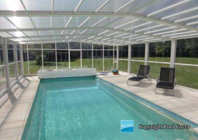 abri-de-piscine-enteree-haut-3-angles-pool-cover-pans-droits-blanc-gris-sans-rail-sol-1-element-fixe