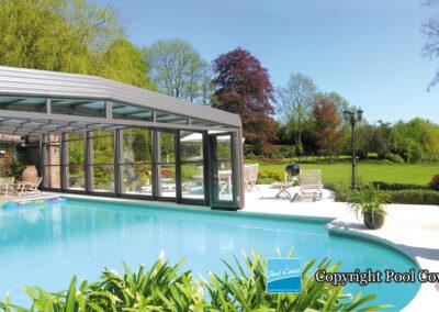 abri-de-piscine-enteree-haut-3-angles-pool-cover-pans-droits-bronze-sans-rail-sol