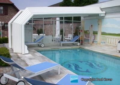 abri-de-piscine-enteree-haut-mural-pool-cover-pans-coupes-blanc-sans-rail-sol