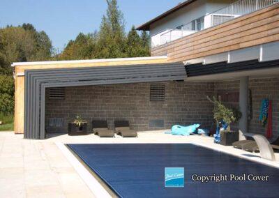 abri-de-piscine-enteree-haut-mural-pool-cover-pans-droits-bronze-sans-rail-sol-2-elements-fixes