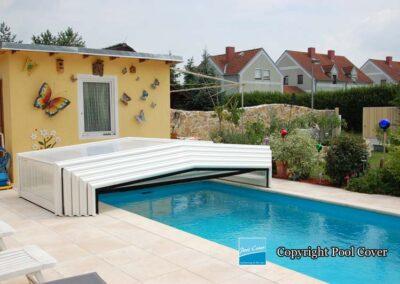 abri-piscine-bas-3-angles-pans-droits-pool-cover-blanc-sans-rail-sol