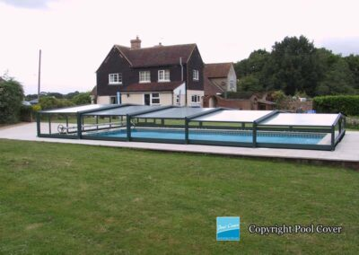 abri-piscine-bas-3-angles-pans-droits-pool-cover-bronze