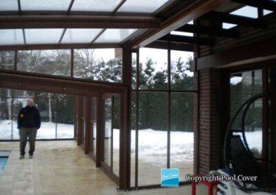 abri-piscine-enteree-haut-3-angles-pool-cover-pans-droits-brun-bois-sans-rail-sol