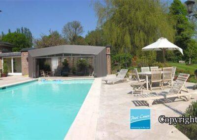 abri-piscine-enteree-haut-pool-cover-pans-droits-bronze-sans-rail-sol-ouvert