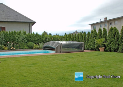 abri-piscine-enteree-pool-cover-bas-pans-droits-bronze-sans-rails-au-sol