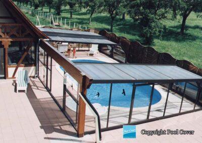 abri-piscine-enterree-grande-largeur-mural-xxl-pans-coupes-bronze-telescopique