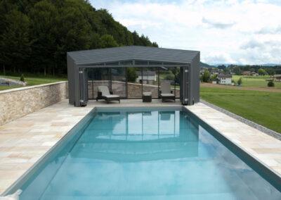 abri piscine haut ouvert particulier avec porte accordéon suisse