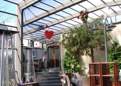 abri-telescopique-terrasse-cafe-pool-cover-belgique