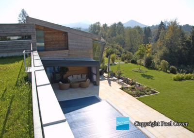 abris-de-piscines-enteree-haut-mural-pool-cover-pans-droits-bronze-sans-rail-sol-2-elements-fixes
