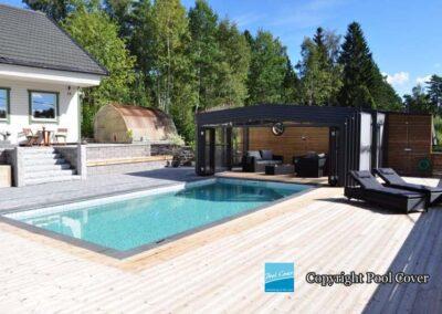abris-de-piscines-enteree-haut-pool-cover-pans-droits-noir-sans-rail-au-sol