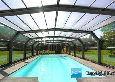 abris-piscines-enteree-haut-5-angles-pool-cover-pans-droits-bronze-vert-sans-rail-sol