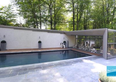 abris-piscines-enteree-haut-mural-pool-cover-pans-droits-bronze-sans-rail-sol