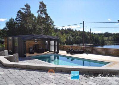 abris-piscines-enteree-haut-pool-cover-pans-droits-noir-sans-rail-au-sol