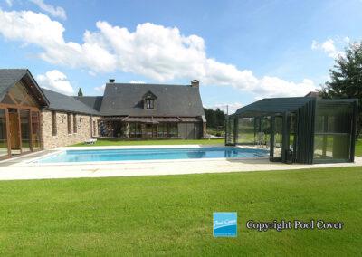 abris-piscines-enteree-haut-pool-cover-pans-droits-vert-bronze-sans-rail-sol