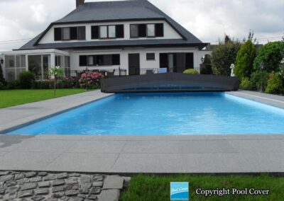 die-superflache-schwimmbadueberdachung-pool-cover